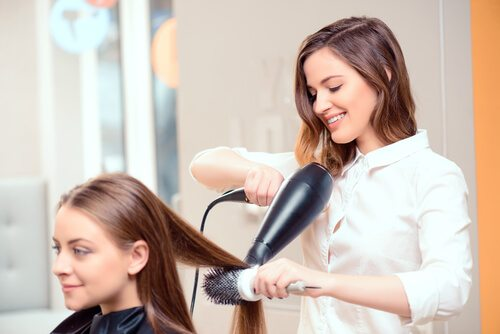 Hairdresser-Blow-Drying